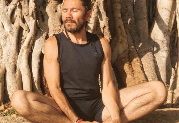 Javier Martines profesor de yoga